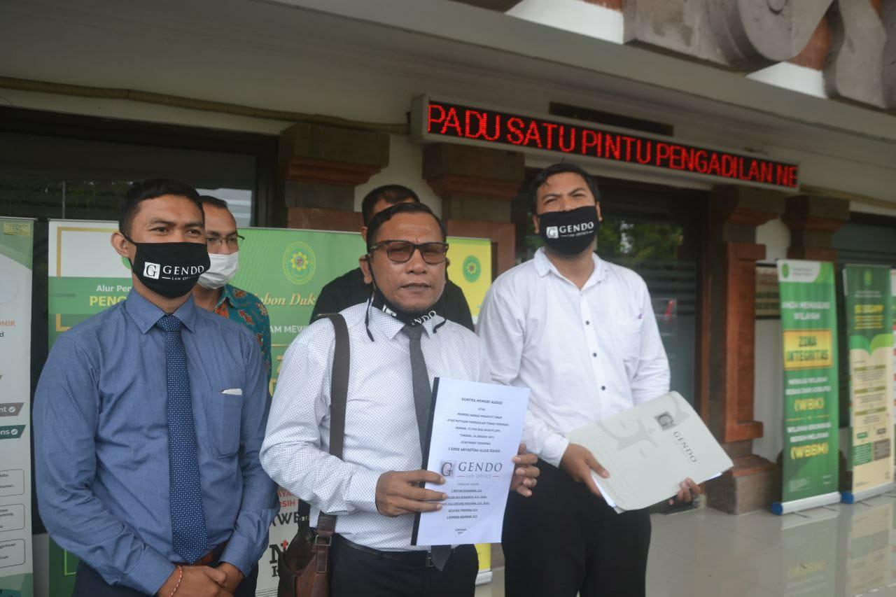 Pengacara JRX ketika mengacukan Kontra Memori Kasasi di Denpasar Februari 2021
